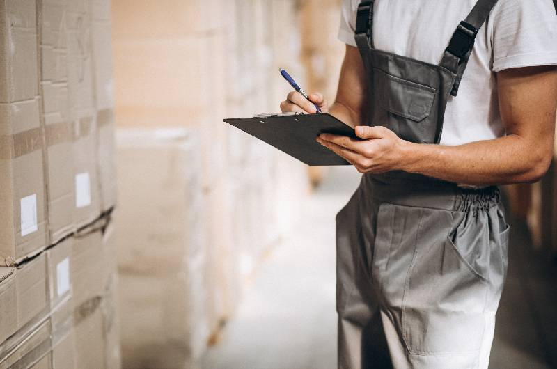 Warehouse management - Pros and Cons for Data Analytics in Supply Chain Management